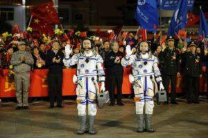 De bemanning van de Shenzhou 11