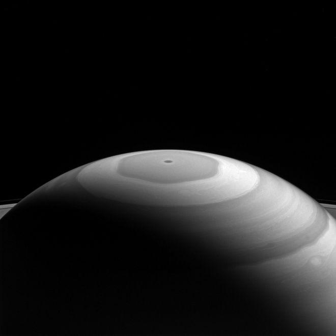Het hexagon aan de noordpool van Saturnus