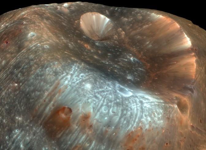 Phobos met de Stickney krater