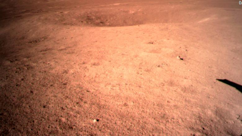 Chang'e-4 maakt eerste foto's van de verre zijde van de Maan