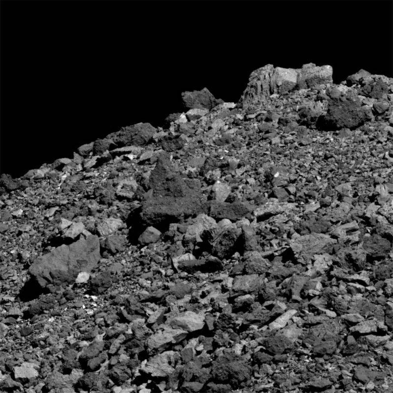 Asteroïde Bennu - oppervlak ligt bezaaid met rotsen