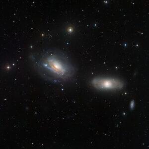NGC 3169 en NGC 3166 in Sextans