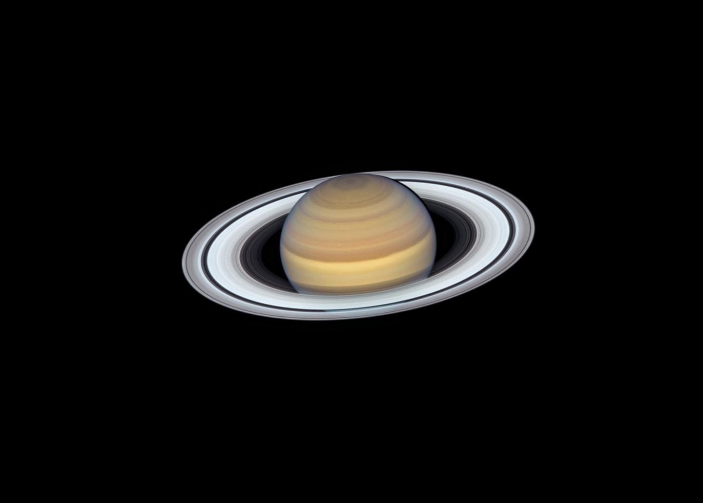 Saturnus en zijn ringen gefotografeerd door de Hubble Space Telescope