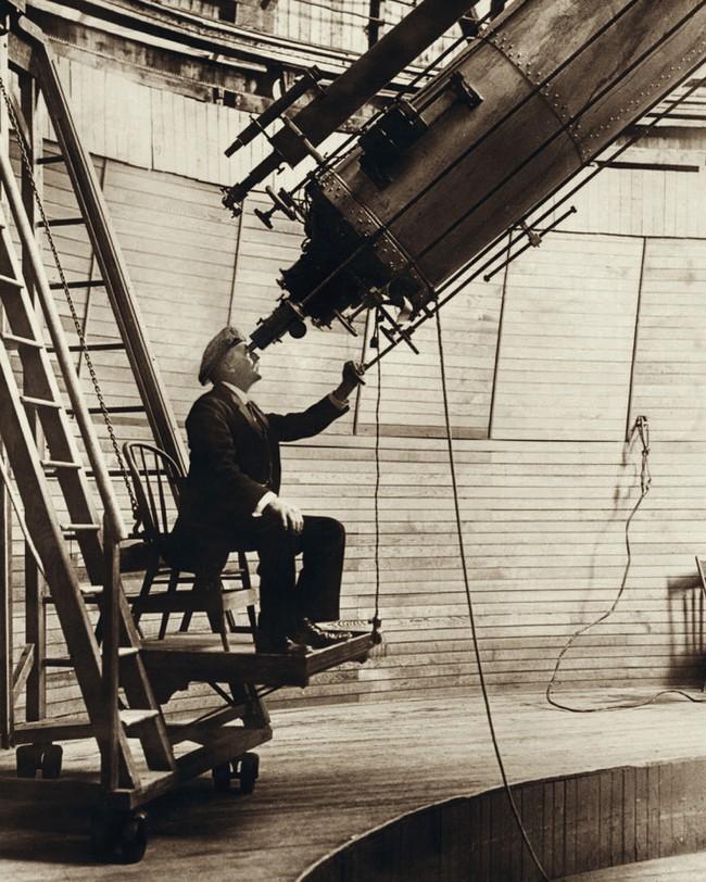 Percival Lowell bestudeert de planeet Venus