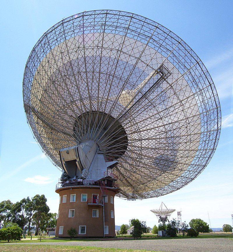 De 64 meter radiotelescoop van de Parkes sterrenwacht in Australië