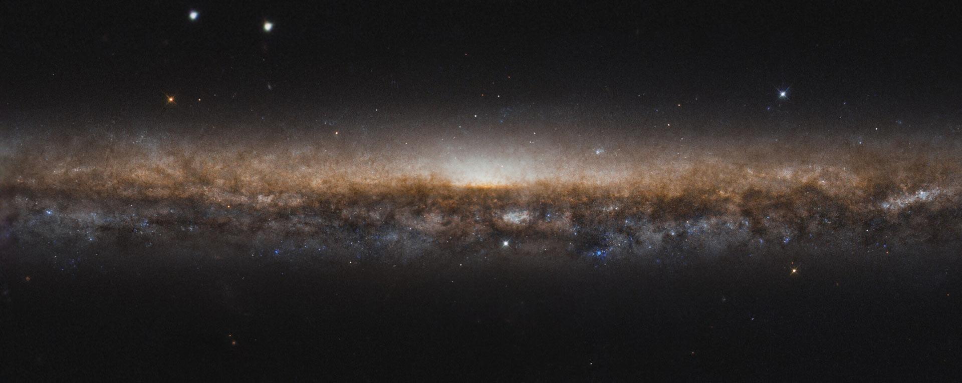 NGC 5907 gefotografeerd door de Hubble Space Telescope