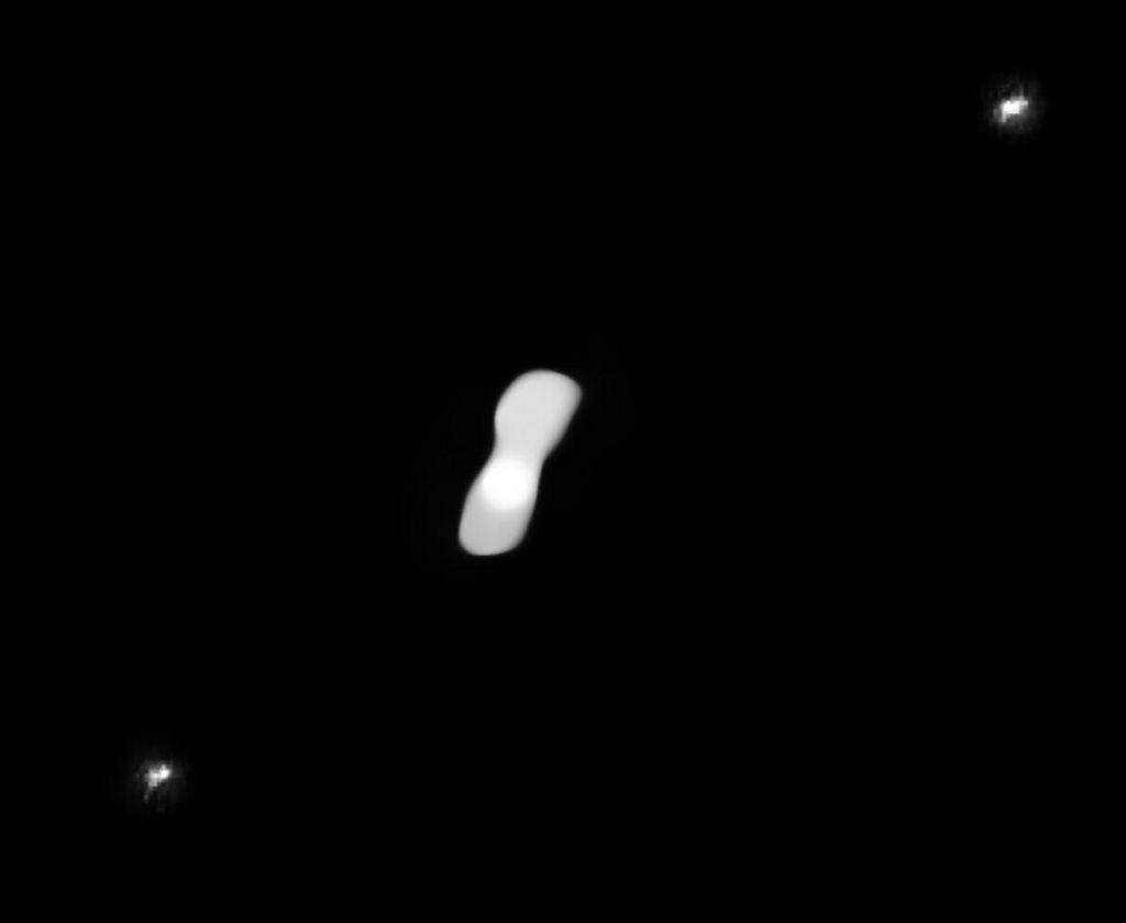 Asteroïde Kleopatra en zijn twee maantjes