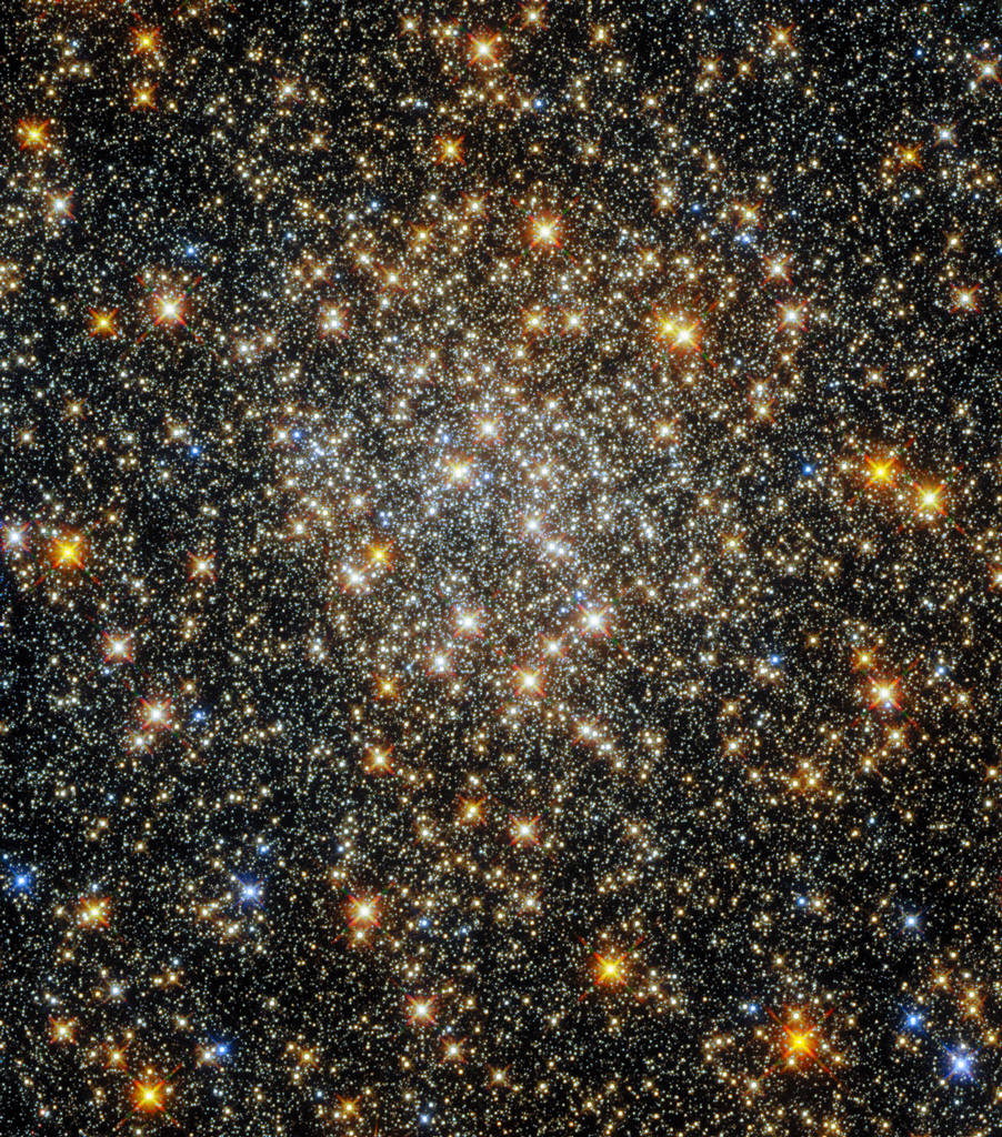 Palomar 6 gefotografeerd door de Hubble Space Telescope